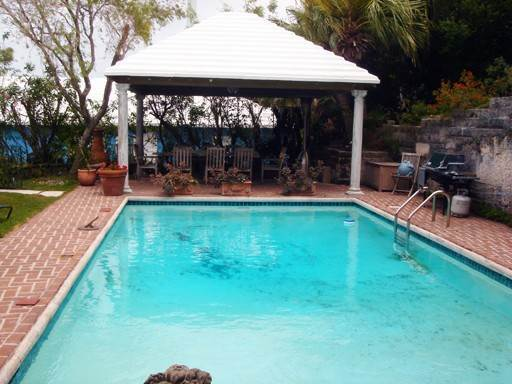 Short Term / Vacation Rentals at Frognal Apt 4 Look Out Lane Devonshire Parish, DV05 Bermuda