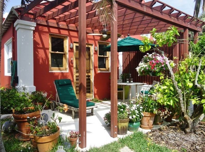 Short Term / Vacation Rentals at Sandcastle Apartment 15 South Road St Georges Parish, HS02 Bermuda