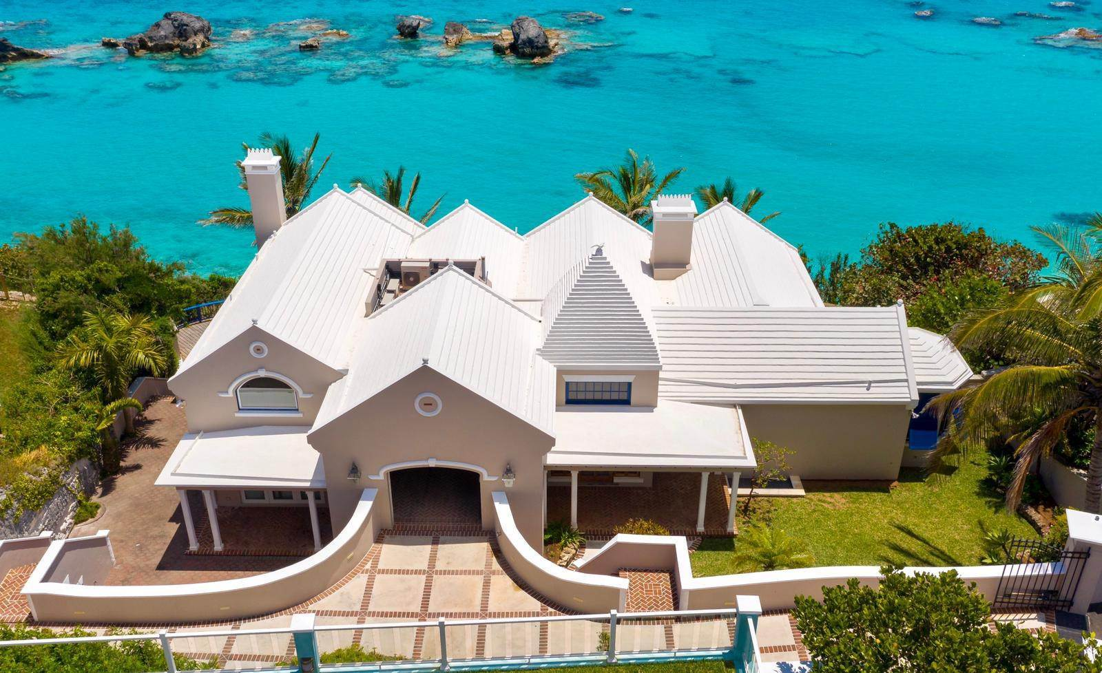 2. Maison pour l Vente à Majestic Waters 14 Cross Bay Road Southampton Parish, SN 02 Bermuda