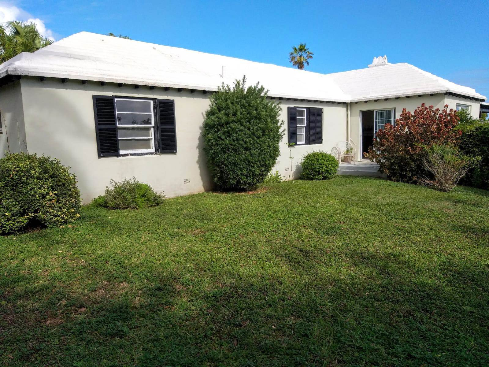 11. House for Sale at Enrobso 12 Welcome Place Southampton Parish, SN01 Bermuda