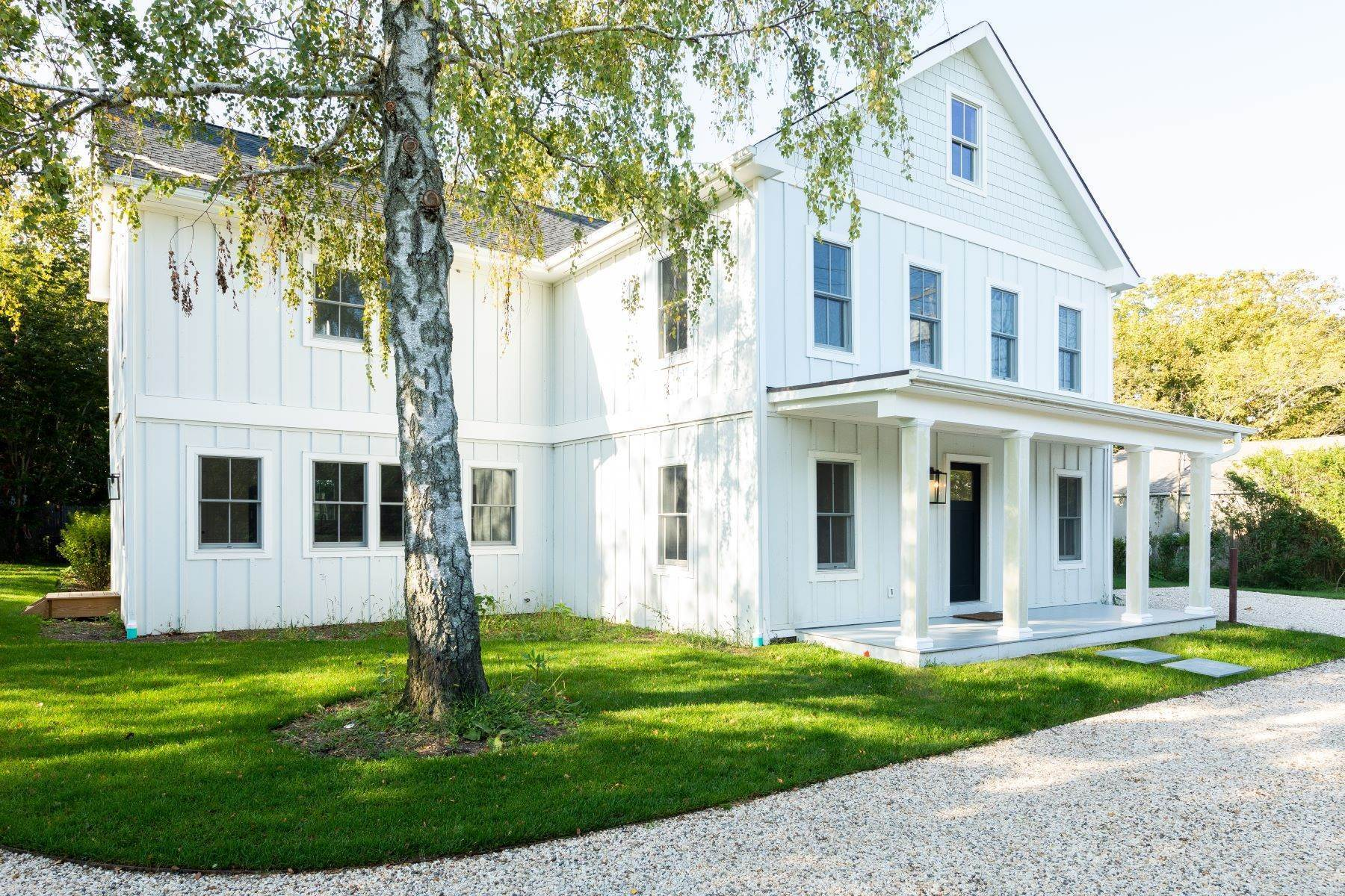 Multi-Family Homes por un Venta en 45805 Route 25, Southold, NY 11971 45805 Route 25 Southold, Nueva York 11971 Estados Unidos